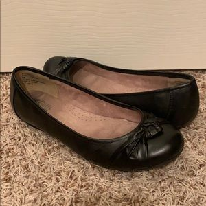 Cliffs by White Mountain- Black Flats (size 9)